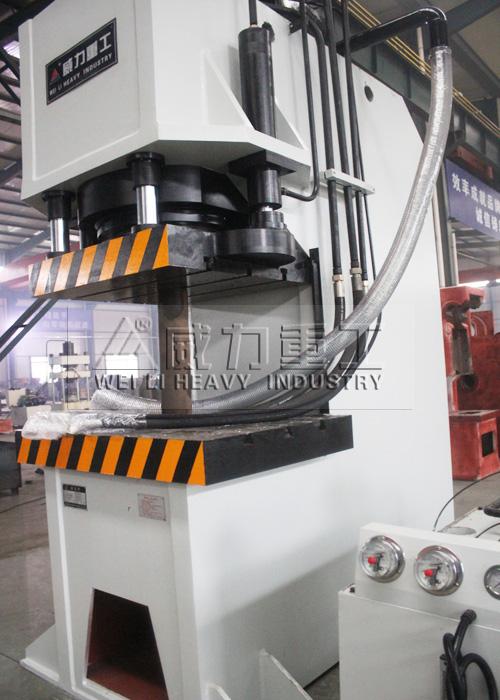 500吨单柱液压机
